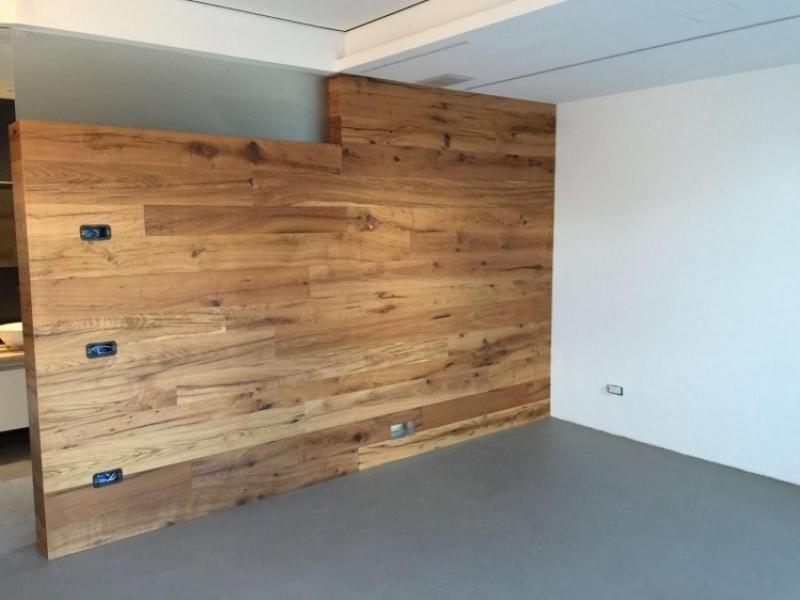 parete-rivestita-in-legno